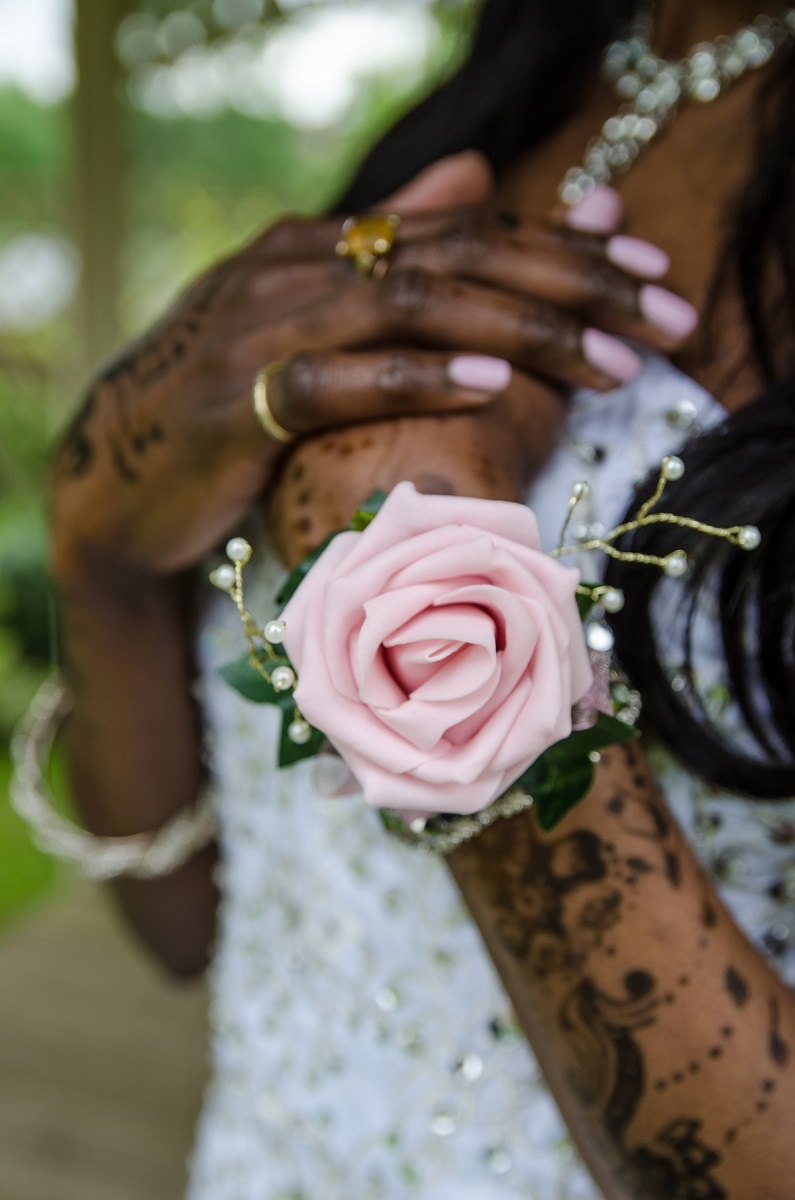 A guide to wedding button holes and corsages by Warwickshire Photographer Chris Fossey Photography 2