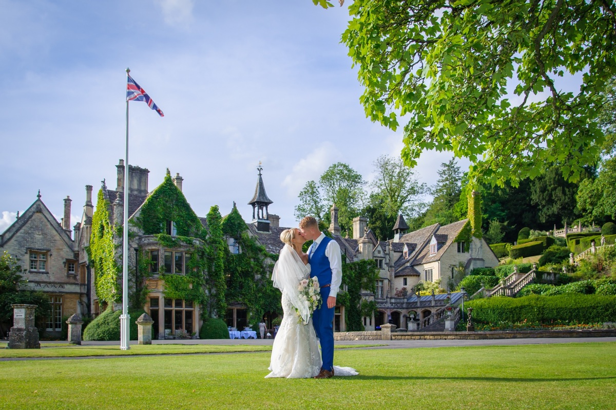 choosing your perfect wedding venue guide for warwickshire birmingham cotswold couples
